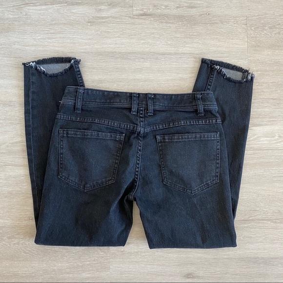 Free People Denim - Free People Fray Knee Hole Raw Hem Crop Jeans 28